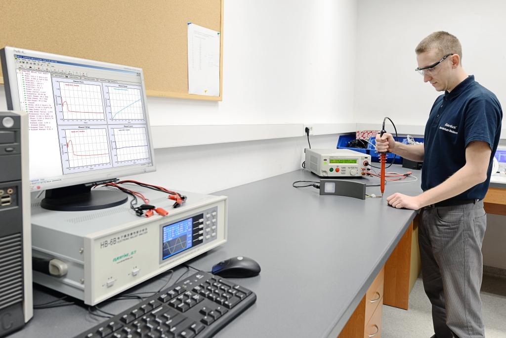 Test wytrzymałości izolacji oprawy oświetleniowej