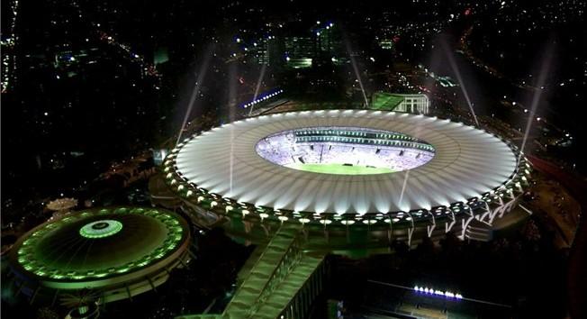 Stadion im. Mario Filho, znanego powszechnie jako Maracanã nocą wygląda jak obiekt nie z tej ziemi.