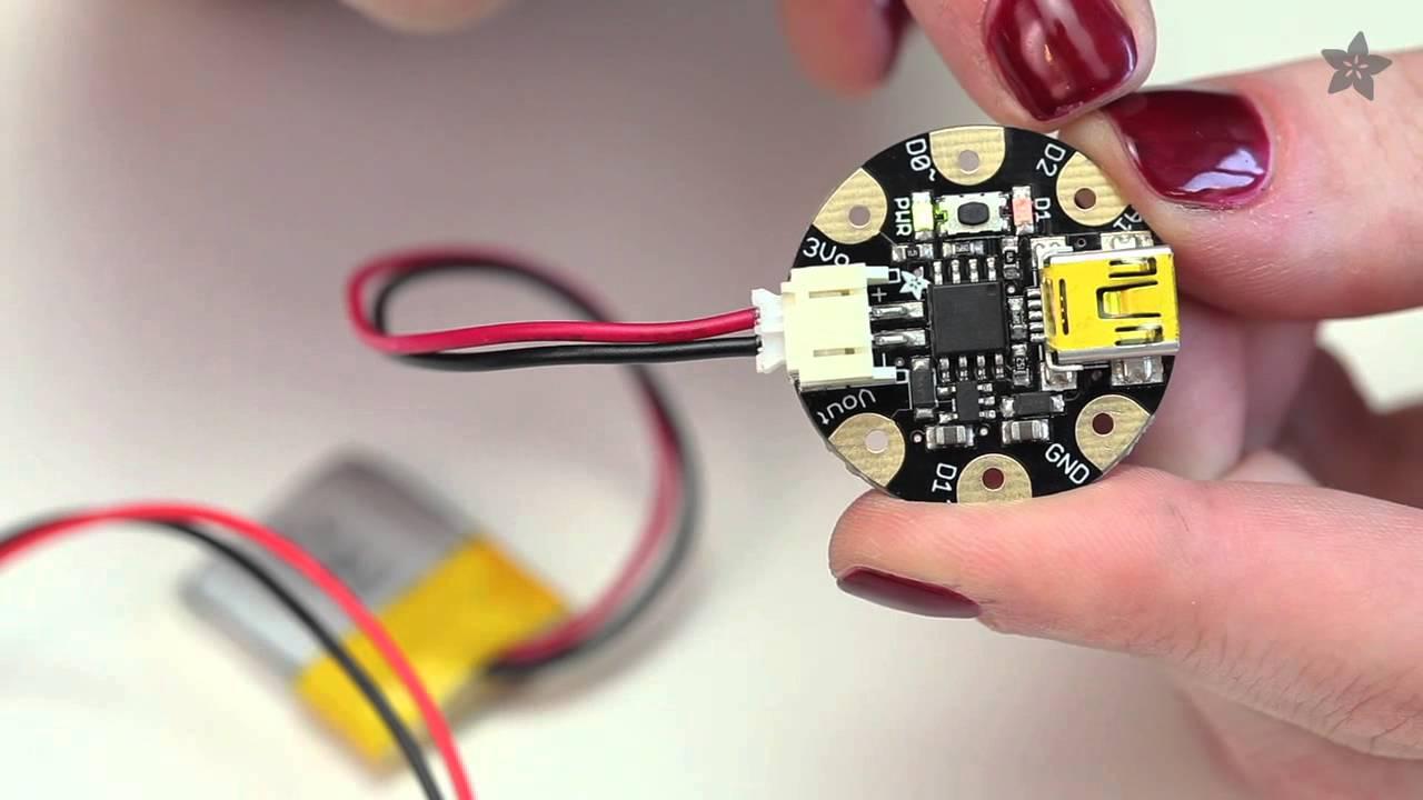 Elektroniczne czapki z mikrokontrolerem Adafruit GEMMA