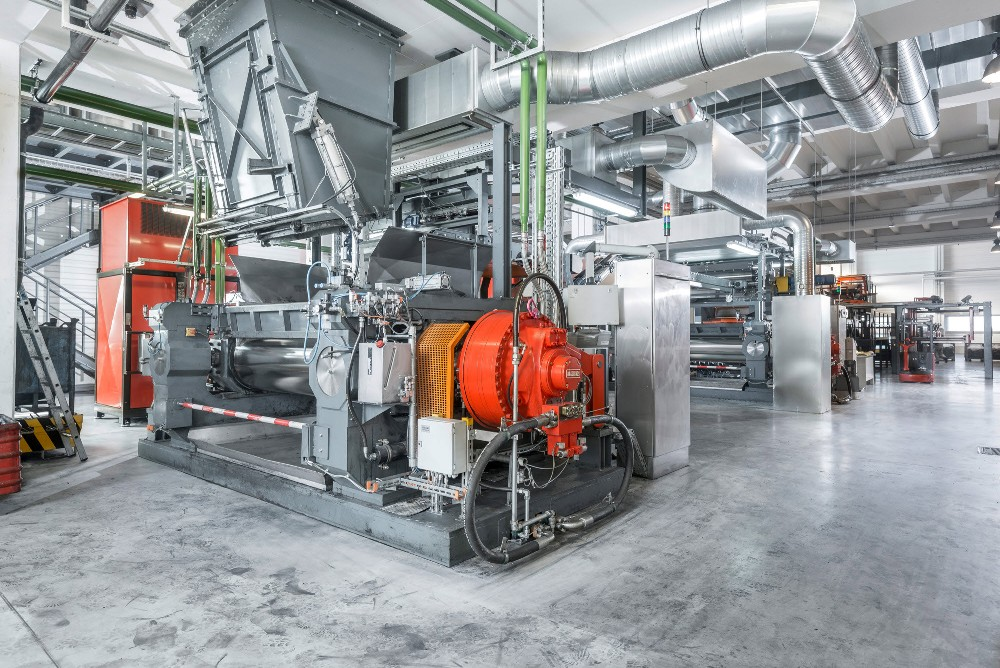 Napędy hydrauliczne Hägglunds w mikserach i walcarkach w firmie Polymer Technik Elbe GmbH (Niemcy)