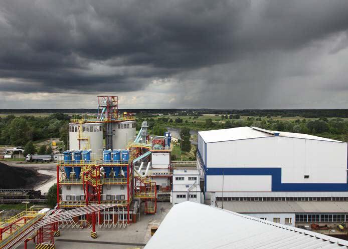 Instalacje starej (prawa strona) i nowej (lewa strona) biomasy