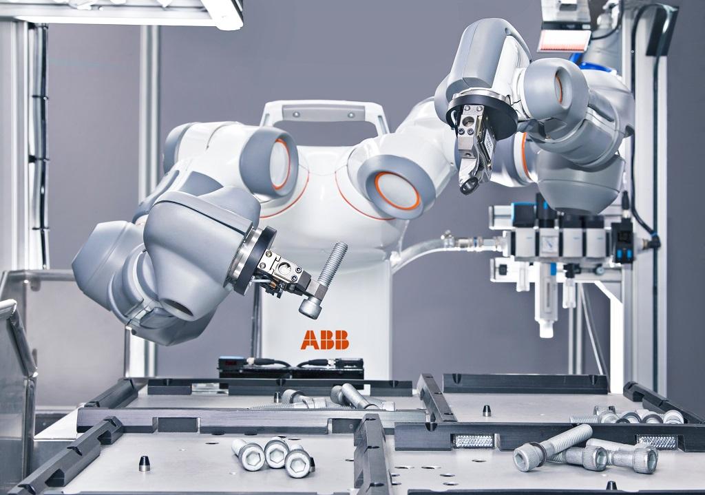 Robot YuMi przy pracy