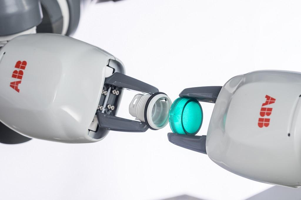 Funkcjonalność robota YuMi pozwala na wykorzystanie urządzenia w wielu branżach, gdzie precyzja, szybkość, a przede wszystkim bezpieczeństwo, są kluczowymi cechami produkcji.