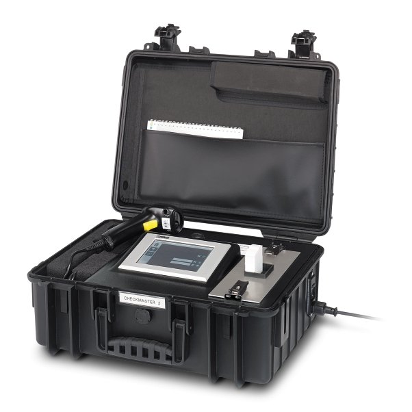 CHECKMASTER 2, unikatowe mobilne laboratorium do okresowego badania ograniczników przepięć o konstrukcji gniazdo- wtyk.