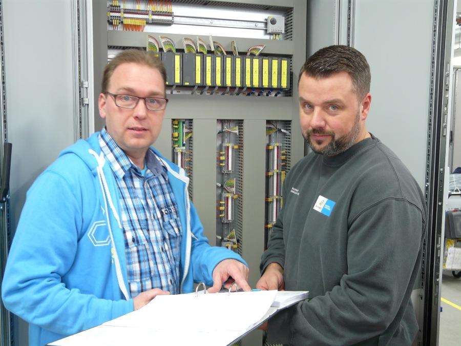 """""""Możesz wygenerować od 50% do 60% projektu za pomocą zautomatyzowanego procesu projektowania"""" - wyjaśnia Thomas Besser (po lewej); Team Leader z CAE Centre of Excellence"""