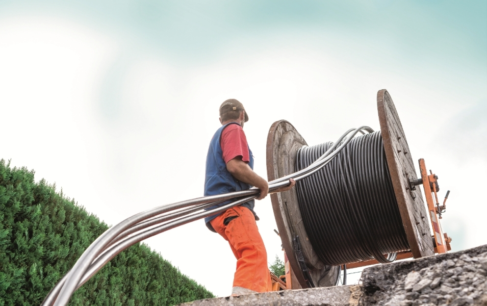 Równoczesne zdawanie zespołu trzech kabli z pojedynczego bębna, fot. nkt cables