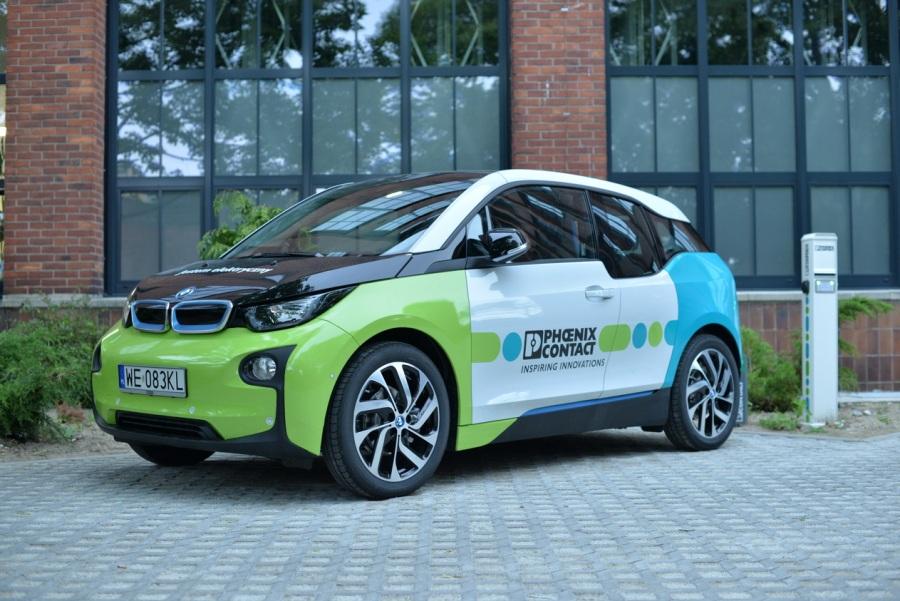 Każdy uczestnik szkoleń może szansę odbyć krótką przejażdżkę naszym elektrycznym BMW I3
