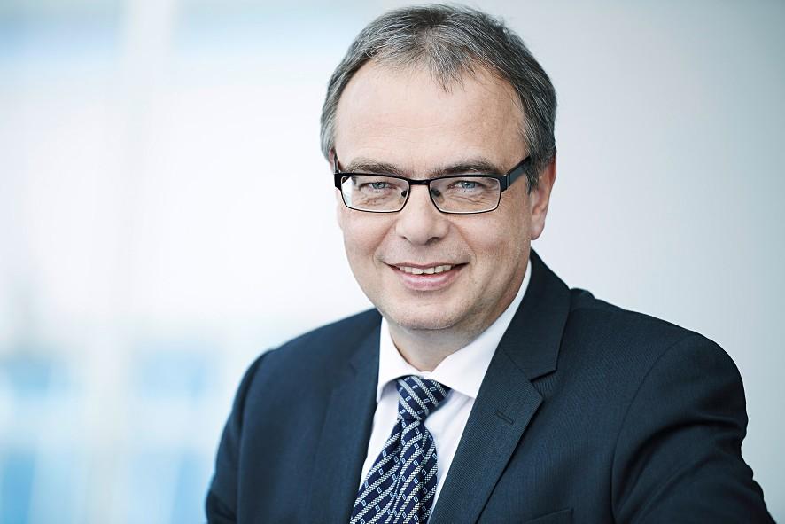 """""""Dalsza produktywność jest możliwa tylko przez konsekwentną standaryzację, optymalizację całych łańcuchów tworzenia wartości i zastosowanie nowoczesnych koncepcji IT oraz inżynierii"""", mówi Uwe Scharf, szef działu zarządzania produktami w Rittal."""