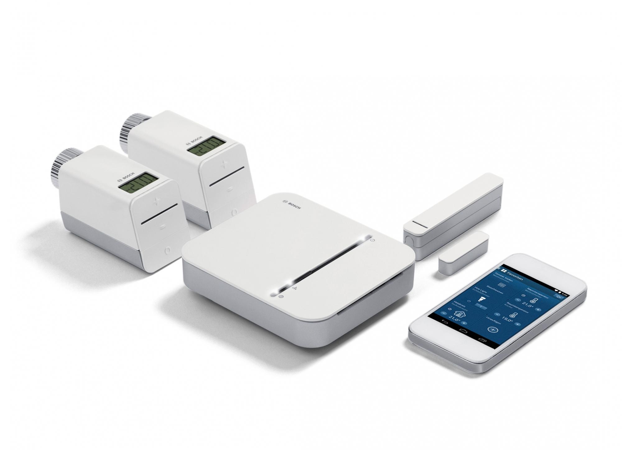 Dzięki systemowym rozwiązaniom Bosch dla inteligentnych budynków, wystarczy jedna platforma do sterowania ogrzewaniem, oświetleniem, działaniem czujek przeciwpożarowych oraz urządzeniami domowymi. Obsługa tych wszystkich urządzeń jest możliwa przy użyciu smartfona lub tabletu. Sercem systemu jest kontroler Bosch, centralna jednostka, która integruje poszczególne komponenty ze sobą oraz z internetem.