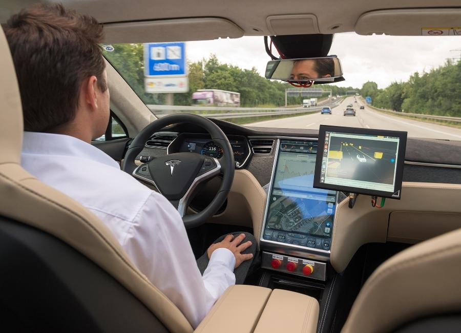 Zautomatyzowana jazda samochodem – Bosch rozpoczął testy tego rozwiązania na drogach w 2013 roku.