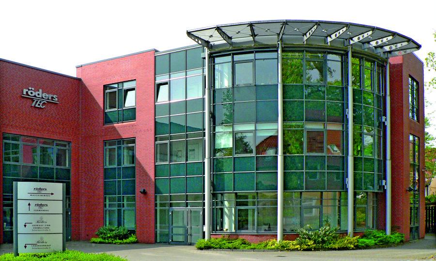 Zdjęcie 1:  W siedzibie przedsiębiorstwa w Soltau projektuje się i wytwarza innowacyjne maszyny (źródło zdjęcia: Röders TEC GmbH)