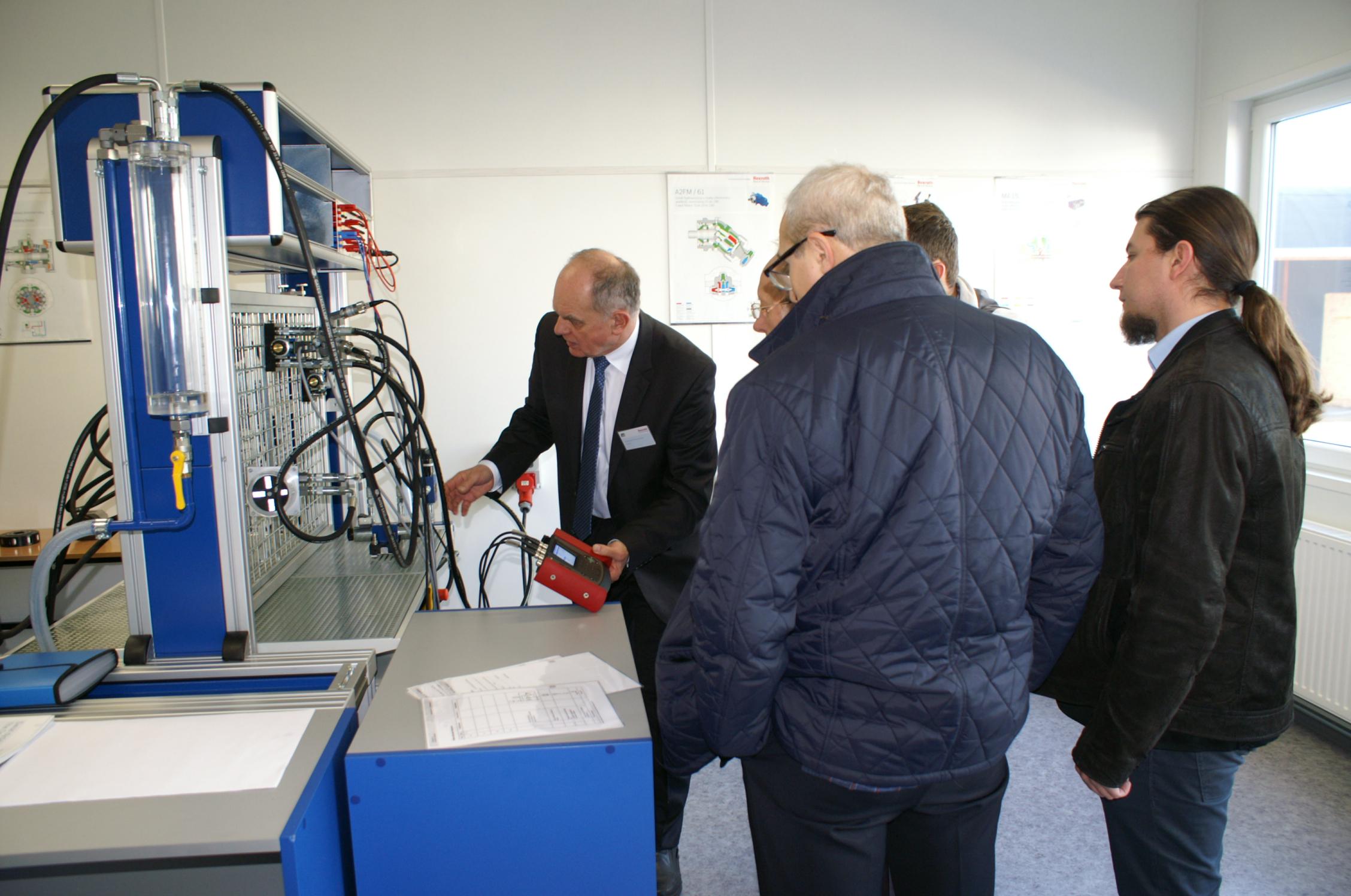 Inteligentne układy zarządzania energią, energia na żądanie oraz rekuperacja energii w maszynach roboczych