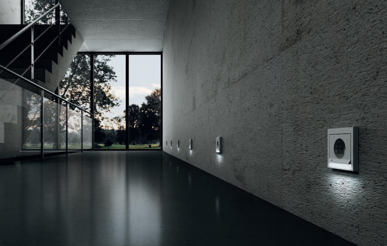 Gniazda zasilające Berker by Hager z podświetleniem LED