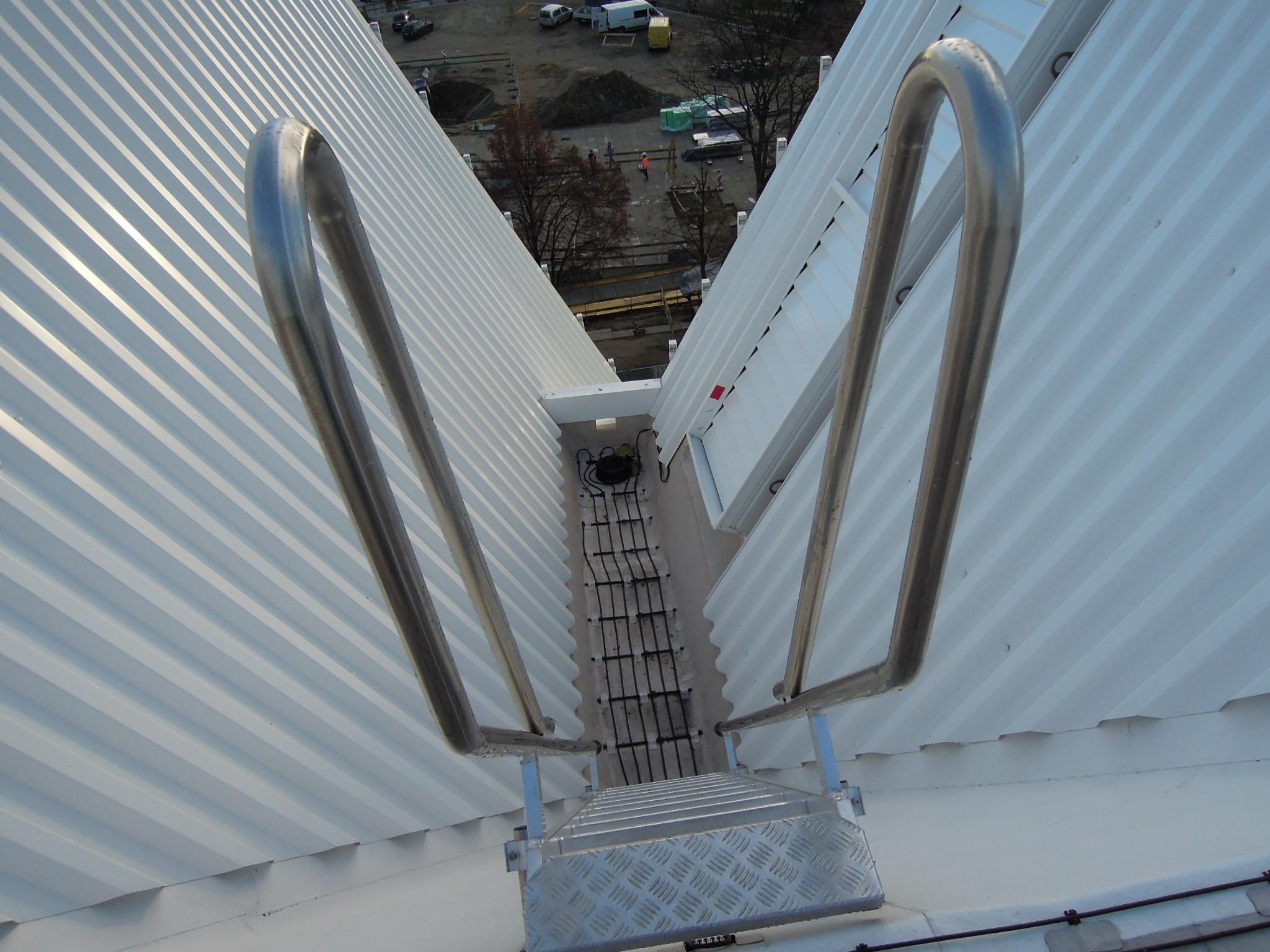 Systemy DEVI skutecznie zabezpieczają dach i podjazd przed śniegiem i lodem oraz gwarantują bezpieczeństwo gości