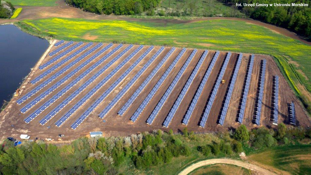 Farma solarna wybudowana na nieczynnym wysypisku śmieci zlokalizowana w Ustroniu Morskim