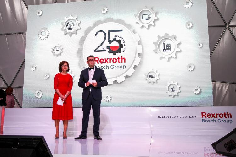 Wystąpienie zarządu firmy Bosch Rexroth Sp. z o.o. podczas gali jubileuszowej 25-lecia działalności firmy Bosch Rexroth na rynku polskim. Na zdjęciu: Marzenna Głozak-Krochmal, Dyrektor Finansowy oraz Thomas Ilkow, Dyrektor Generalny Bosch Rexroth Sp. z o.o.