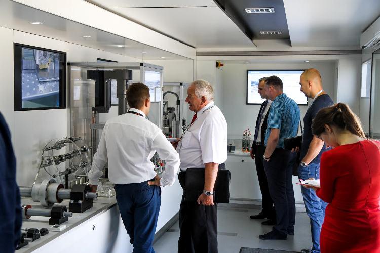 W TIRze wystawowym zaprezentowane zostały wydajne i nowoczesne komponenty z zakresu techniki przemieszczeń liniowych, systemy wieloosiowe oraz przydatne narzędzia inżynierskie.