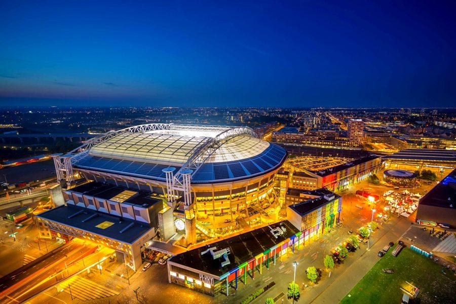Nissan, Eaton i The Mobility House podpisują 10-letnią umowę na zwiększenie wydajności energetycznej słynnego stadionu Amsterdam ArenA dzięki magazynowaniu energii w używanych akumulatorach Nissan LEAF