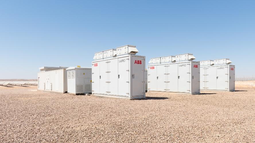 ABB stabilizuje sieć i poprawia jakość energii w największej elektrowni słonecznej w Jordanii