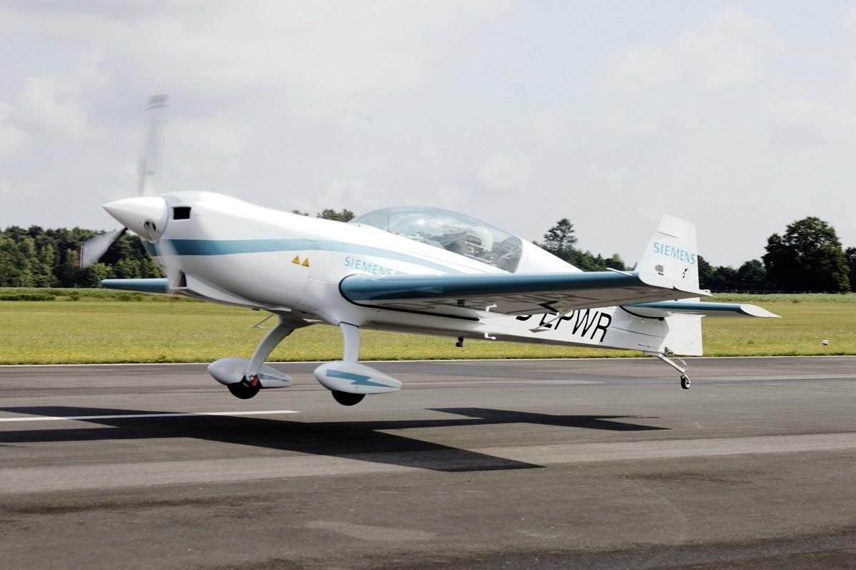 Samolot Extra 330LE