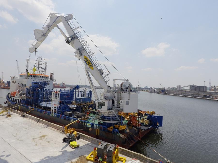 Heila Cranes otrzymała od holenderskiej spółki Stemat z Rotterdamu zlecenie budowy żurawia dla Stemat Spirit, kontenerowca wykorzystywanego do transportu materiałów i sprzętu dla morskich elektrowni wiatrowych na Morzu Północnym