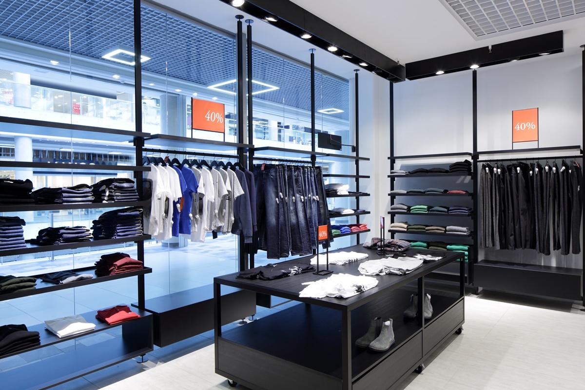 Oświetlenie witryny sklepowej butiku