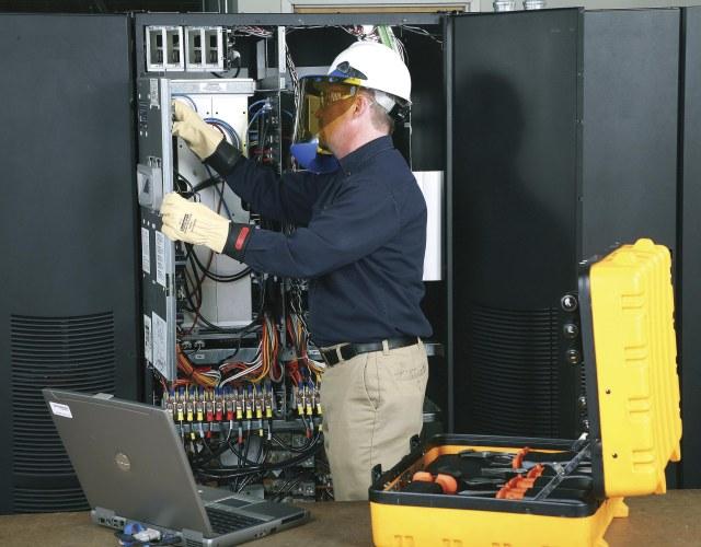 W jaki sposób wybrać odpowiednią metodę serwisowania zasilacza UPS?