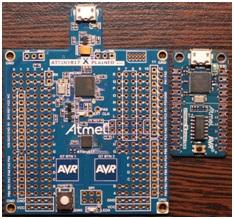 Rys.7b. Zestawienie zestawów uruchomieniowych ATtiny817 Xplained MINI (po lewej) oraz ATtiny104 Xplained Nano - ATtiny104-XNANO (po prawej)
