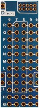 Rys.10. 10-pinowe złącze debuggera Atmel-ICE oraz – zaznaczony białym obrysem – obszar do wlutowania złączy kompatybilnych ze standardem XPRO oraz RZ600.