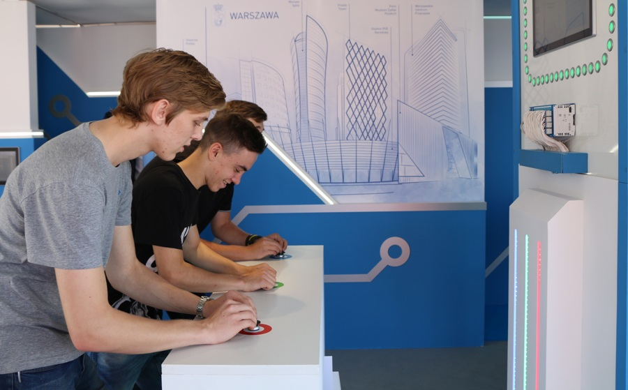 Premierowe komponenty zostały dodatkowo zastosowane w atrakcji dla zwiedzających – grze zręcznościowej, która rozbudziła ducha rywalizacji wśród uczestników targów.