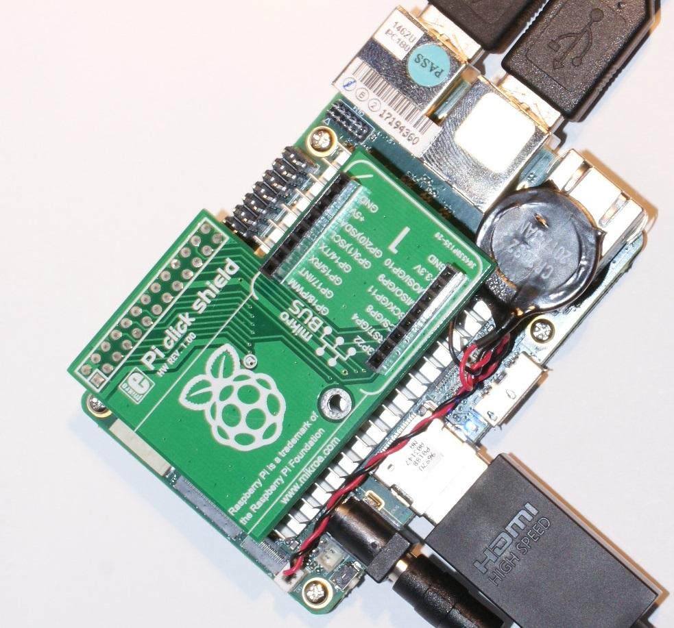 Rys. 5:  UP Board z zamontowanym ekspanderem MIKROE-1879 umożliwiającym podłączanie modułów rozszerzeń, tzw. clicków.
