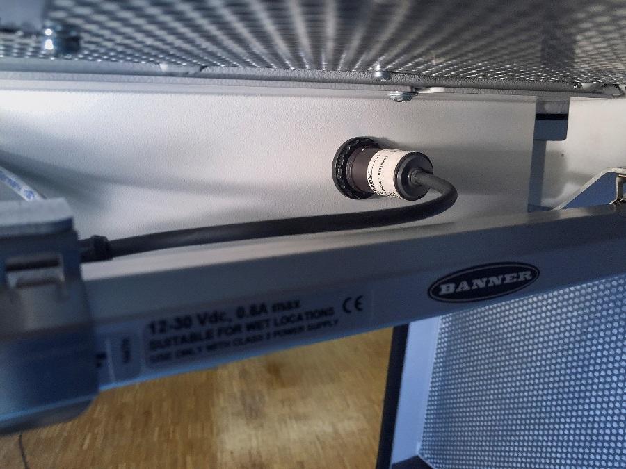 Klasa ochrony IP67/IP69K na przednim panelu i uszczelniony przewód oraz klasa ochrony IP65 w tylnej części, sprawiają że podświetlany przycisk jest w pełni chroniony przed kurzem.