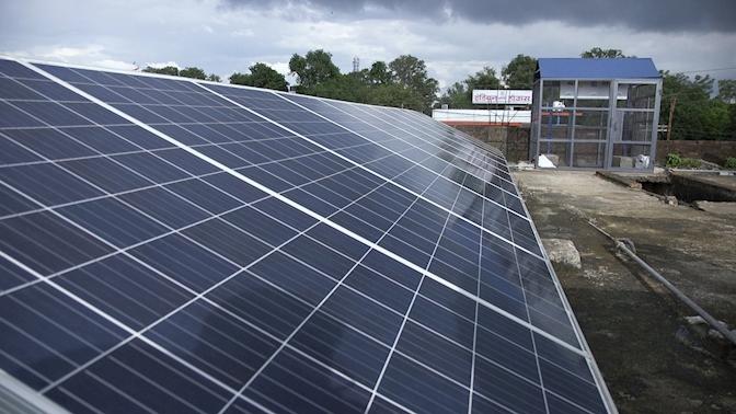Stacja ładowanie e-rikszy zasilana energią słoneczną