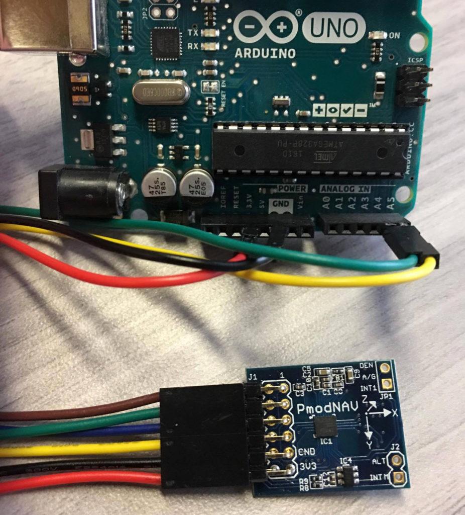 Rys. 2. Moduł PmodNAV podłączony pod Arduino UNO.
