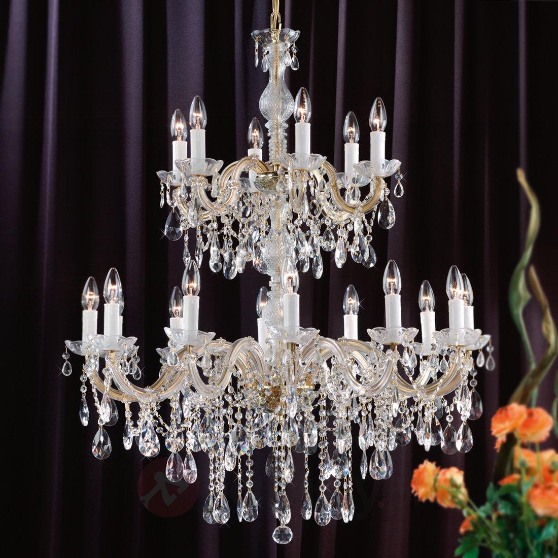 Jak wybrać żyrandol do salonu klasycznego?