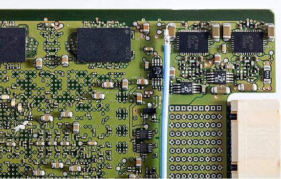 Przewód bez końcówki nie ogranicza pasma sondy i zapewnia doskonałe połączenie bezpośrednio z punktem pomiarowym.
