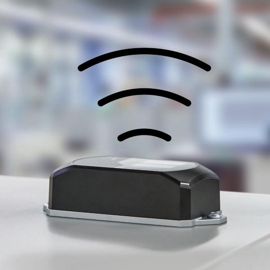 Rys. 4. WLAN 1100 to ekonomiczne, kompletne rozwiązanie obejmujące zintegrowane anteny i moduł bezprzewodowy i umożliwiające prostą instalację szybkiej i stabilnej sieci WLAN w maszynie.