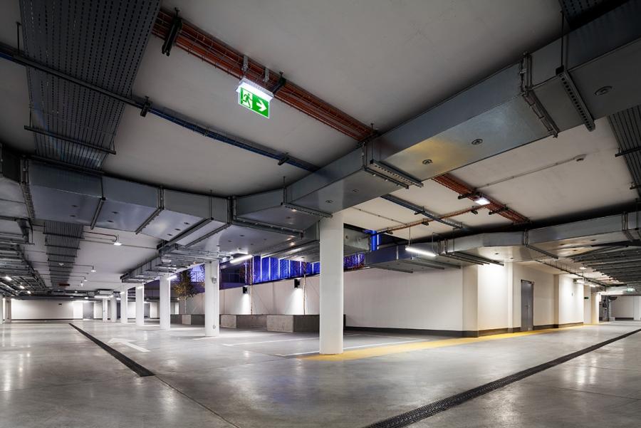 Oświetlenie awaryjne na parkingu, fot. COMARCH