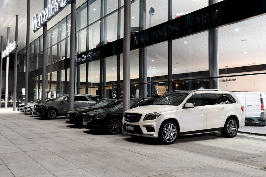 Salon Mercese-Benz z zewnątrz - fot. Inter-Car Silesia