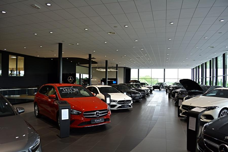 Mercedes-Benz wewnątrz fot. Beghelli.jpg