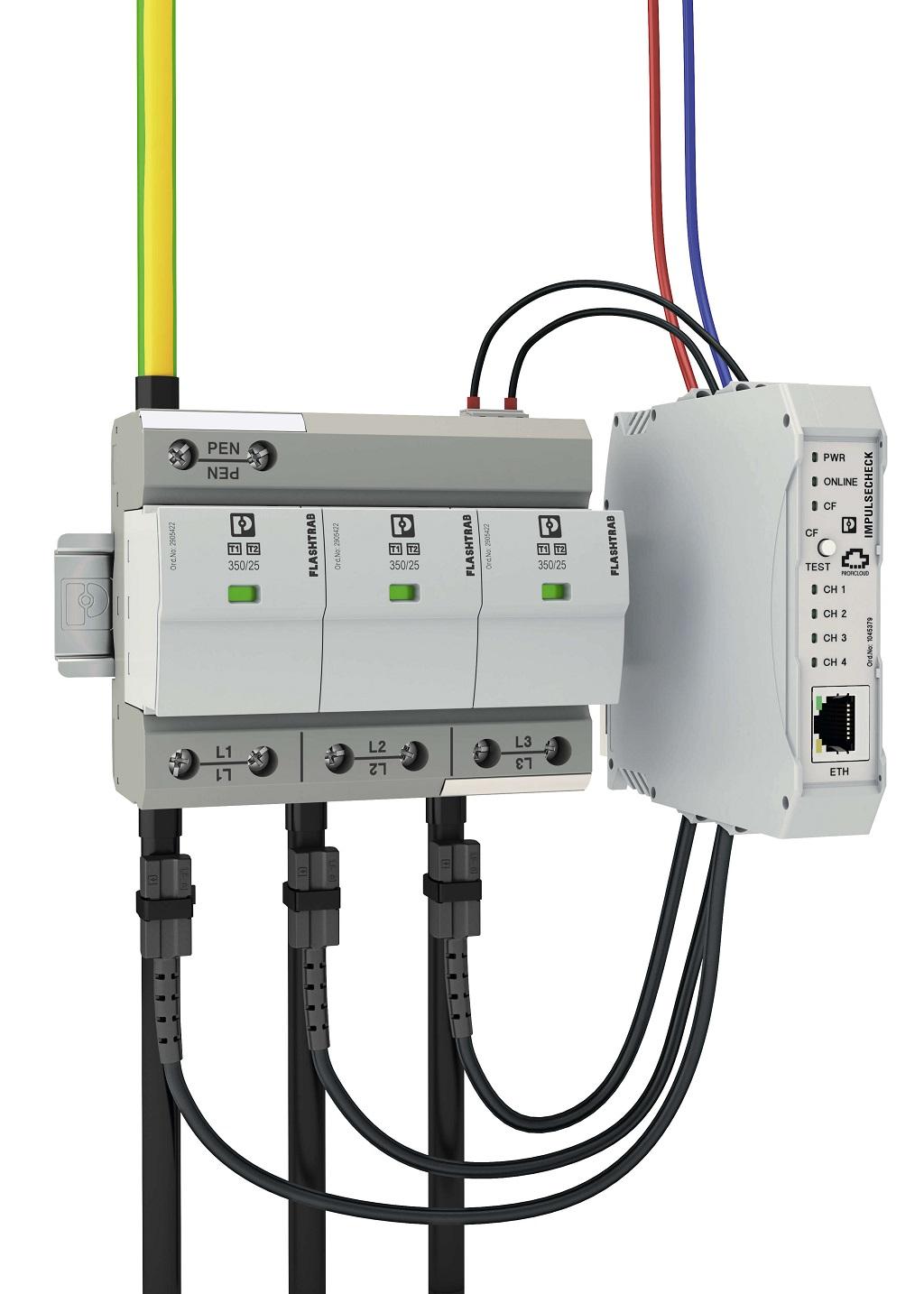 Centralny moduł ImpulseCheck wpięty w instalację w trakcie pozyskiwania sygnałów pomiarowych z czujników i monitorowania styku sygnalizacji zdalnej ogranicznika.
