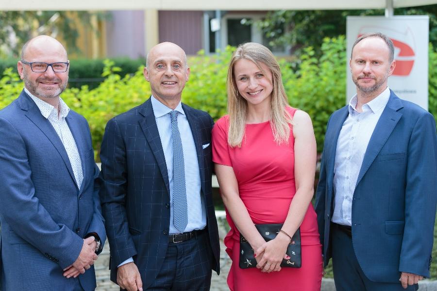 Przedstawiciele Beghelli wraz z Ambasadorem Włoch