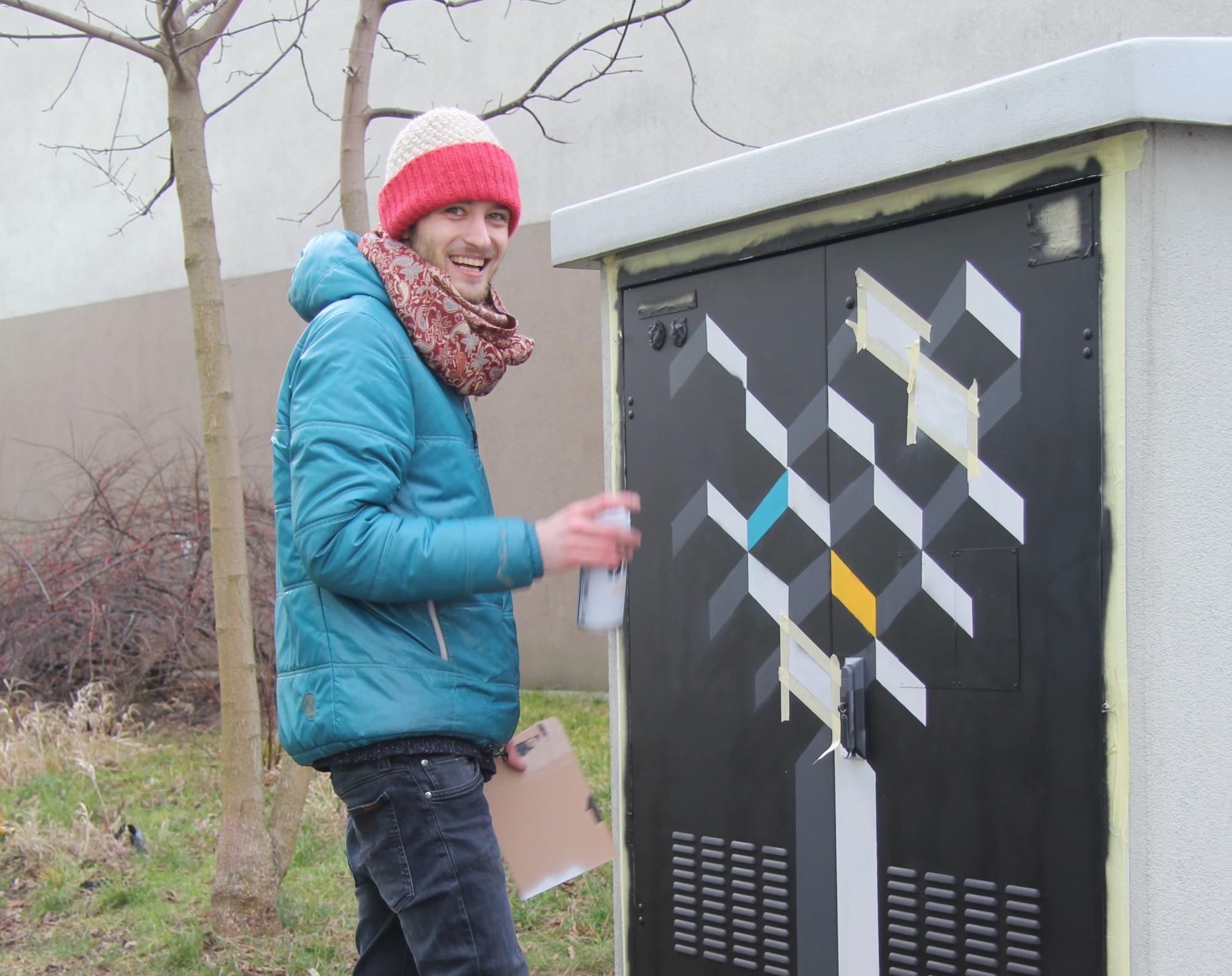 Grafiti na skrzynce elektrycznej