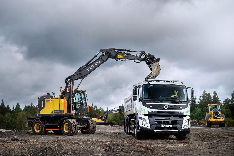 Elektryczne Volvo FMX z zabierakiem hakowym będzie wykorzystywane przede wszystkim w większych projektach infrastrukturalnych i budownictwie miejskim.