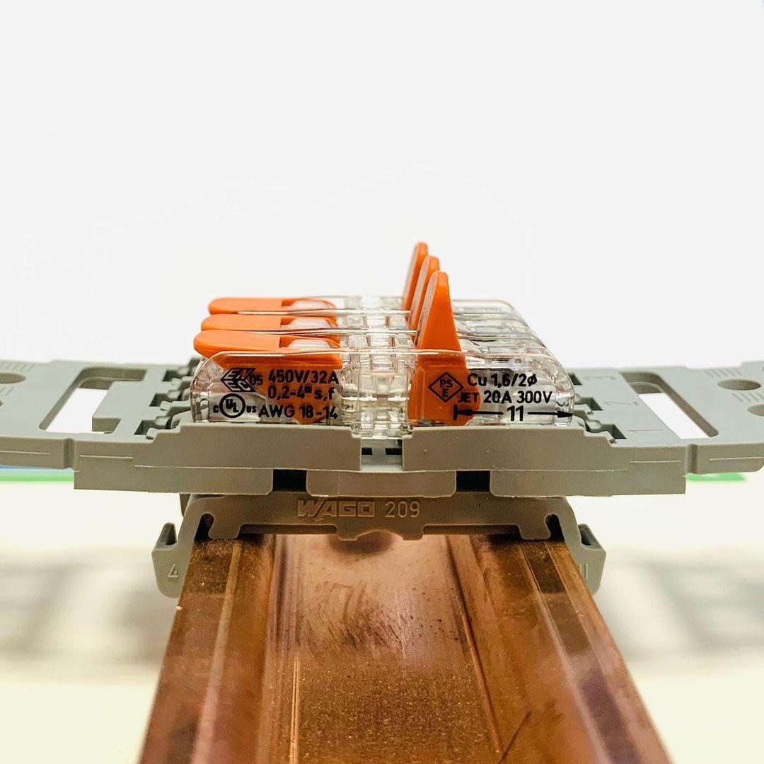 Dzięki nowej przelotowej złączce instalacyjnej z serii 221 możesz czerpać korzyści z podłączenia