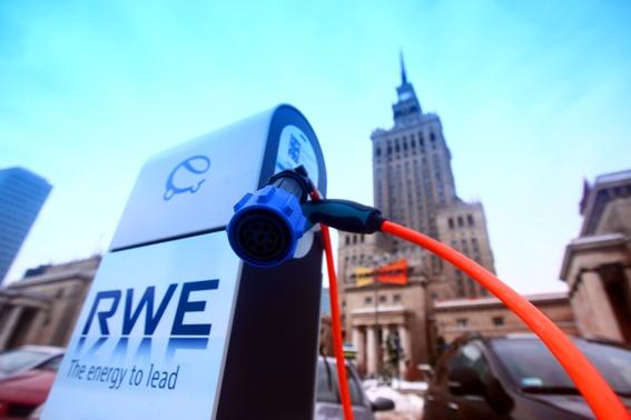 Punkt ładowania EV RWE Warszawa Pałac kultury e-mobility