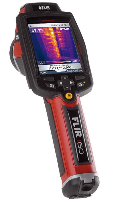 Fot. 2. Kamera Flir i60. Urządzenie cechuje się niewielką masą i rozdzielczością 180 x180 pikseli. Przewidziano także wbudowany aparat cyfrowy. W urządzeniu uwzględniono funkcję Obraz w Obrazie (PiP), łączącą obraz widzialny z termowizyjnym dla profesjonalnych analiz. Wskaźnik laserowy z markerem na termowizyjnym obrazie wyświetlanym na ekranie LCD sprawia, że inspekcje elektryczne i mechaniczne są bardziej wydajne.