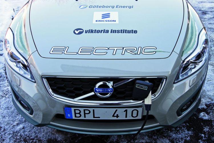 Mobilna komunikacja w samochodach elektrycznych umożliwia kontrolę harmonogramu doładowań EV