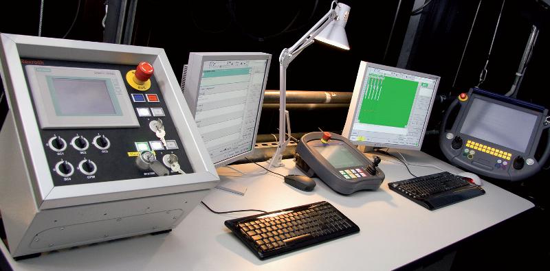 Pulpit główny systemu sterowania urządzeniami mechaniki sceny