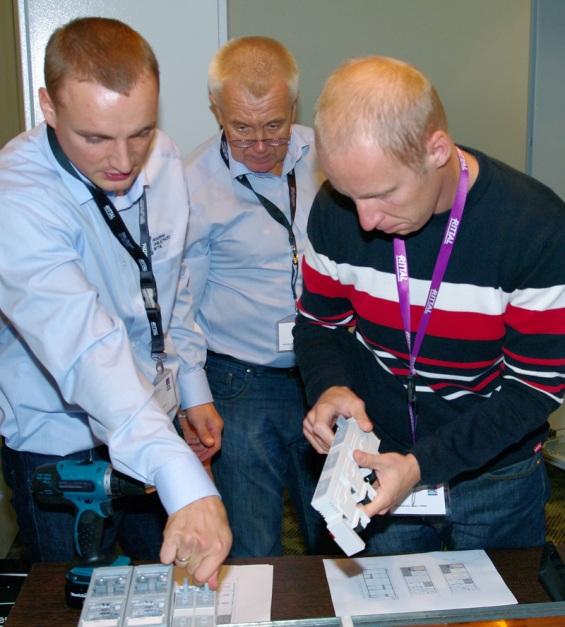 Atrakcją szkolenia były zajęcia praktyczne, w trakcie których uczestnicy mogli samodzielnie przeprowadzić montaż urządzeń, przekonując się o jego szybkości oraz łatwości